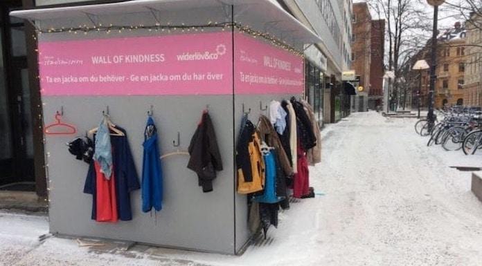 Muro della gentilezza: l'idea che potrebbe salvare la vita ai meno fortunati