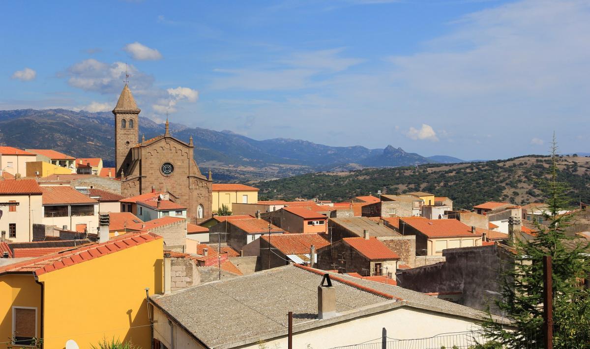 Tula, Sardegna: operaio perde lavoro e casa, i concittadini gliela ricomprano.